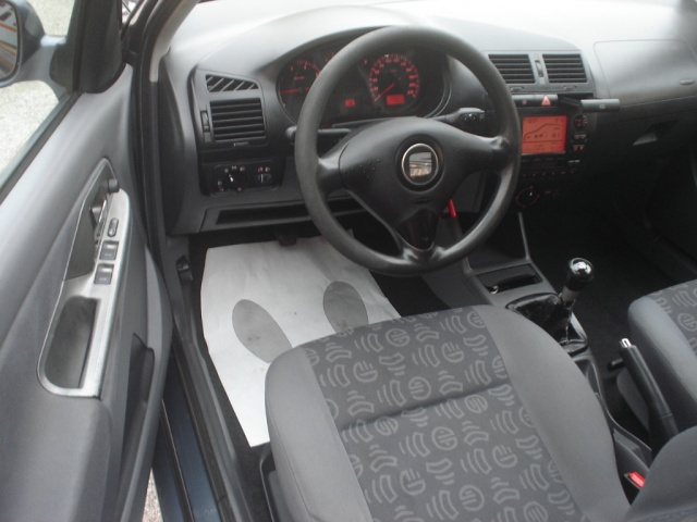 SEAT Ibiza 1.4 cat 3 porte Signo Immagine 2
