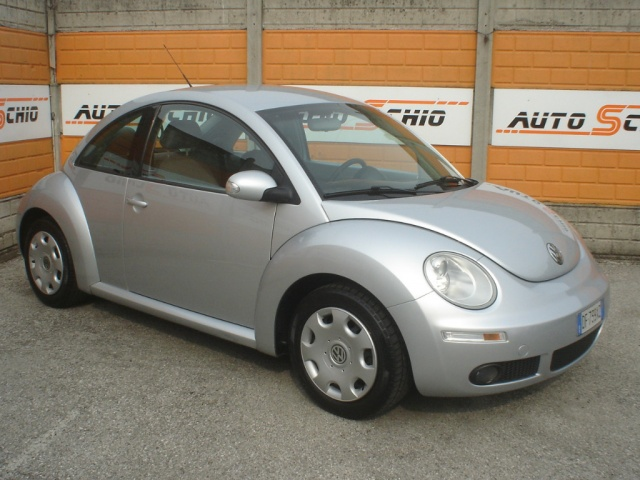VOLKSWAGEN New Beetle 1.6 Immagine 0