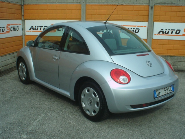 VOLKSWAGEN New Beetle 1.6 Immagine 1