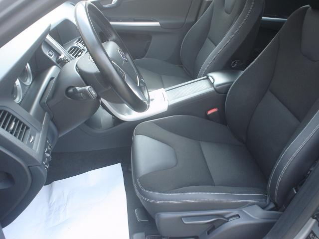 VOLVO XC60 D3 AWD Geartronic Momentum Immagine 3
