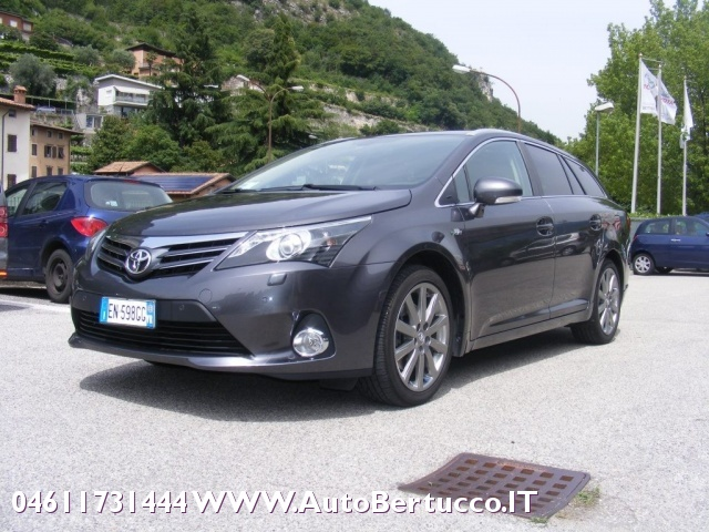 TOYOTA Avensis 2.2 D-Cat aut. Wagon Lounge Immagine 0