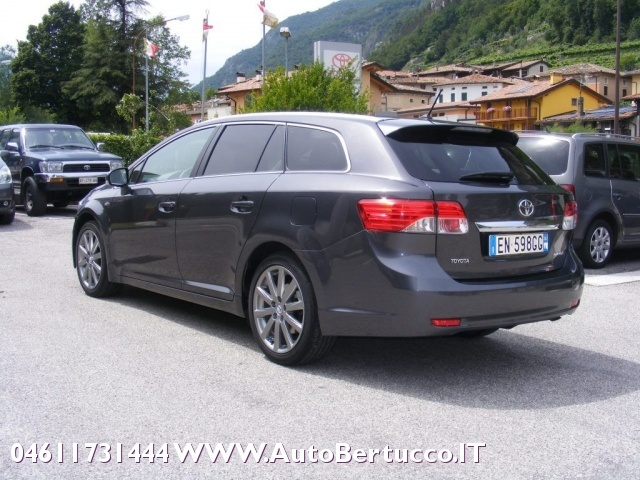 TOYOTA Avensis 2.2 D-Cat aut. Wagon Lounge Immagine 2
