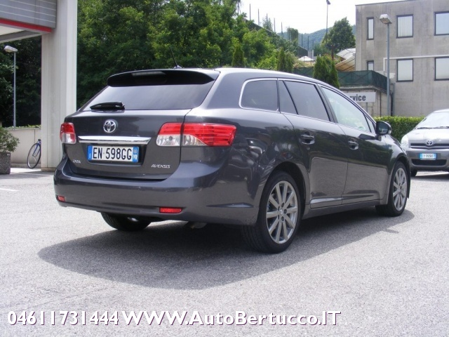TOYOTA Avensis 2.2 D-Cat aut. Wagon Lounge Immagine 3