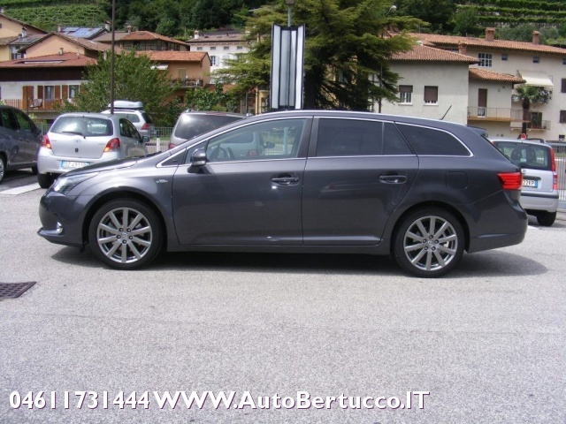 TOYOTA Avensis 2.2 D-Cat aut. Wagon Lounge Immagine 4