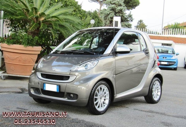 SMART ForTwo 1000 52 kW MHD coupé passion (EURO 5) Immagine 0