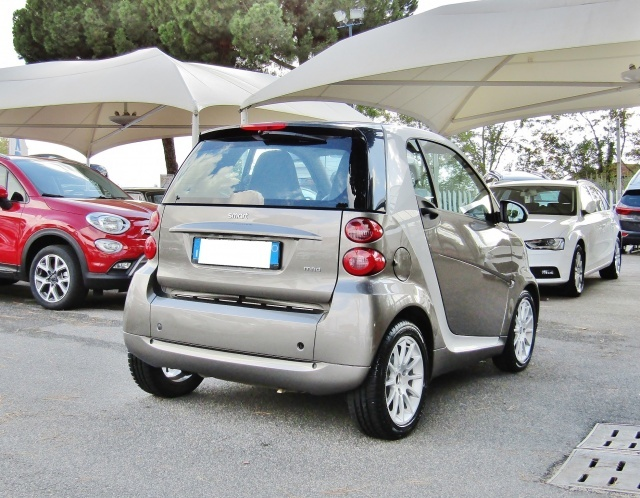 SMART ForTwo 1000 52 kW MHD coupé passion (EURO 5) Immagine 3