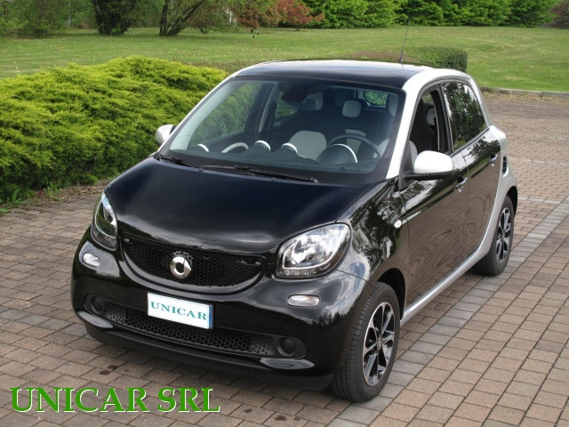 SMART ForFour 70 1.0 Passion Immagine 1