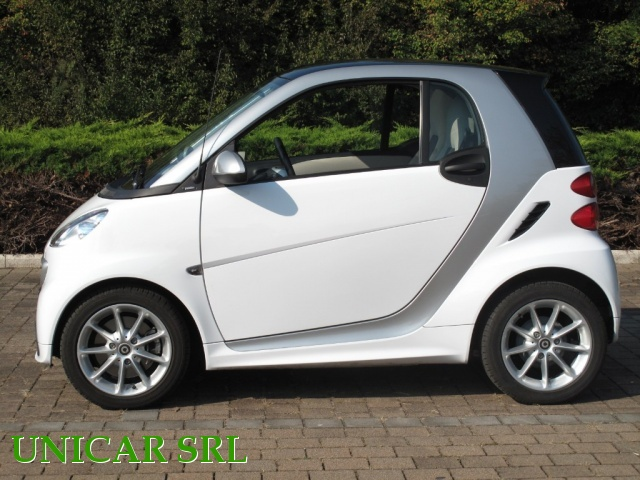 SMART ForTwo 800 40 kW coupé passion cdi Immagine 3