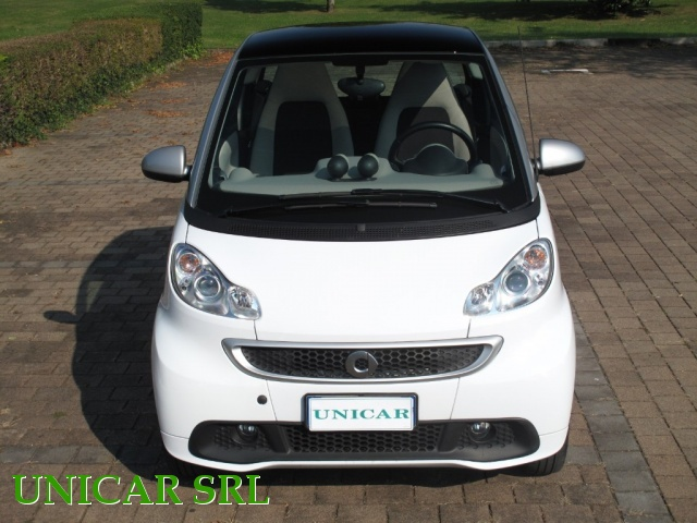SMART ForTwo 800 40 kW coupé passion cdi Immagine 4
