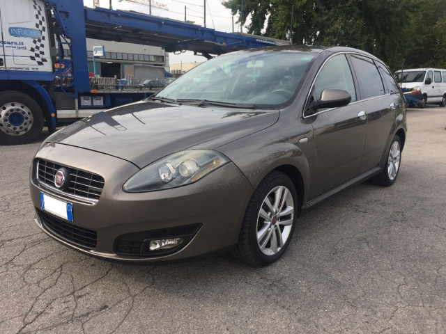 FIAT Croma 2.4 Multijet 20V aut. Emotion Immagine 2
