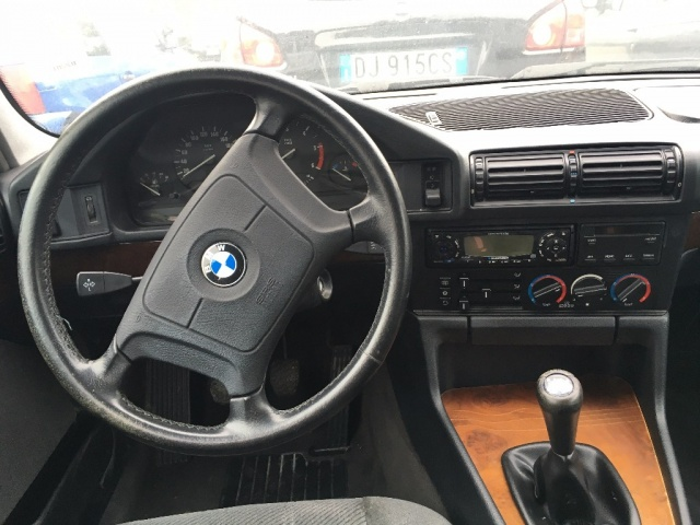 BMW 525 tds turbodiesel cat Touring Immagine 3