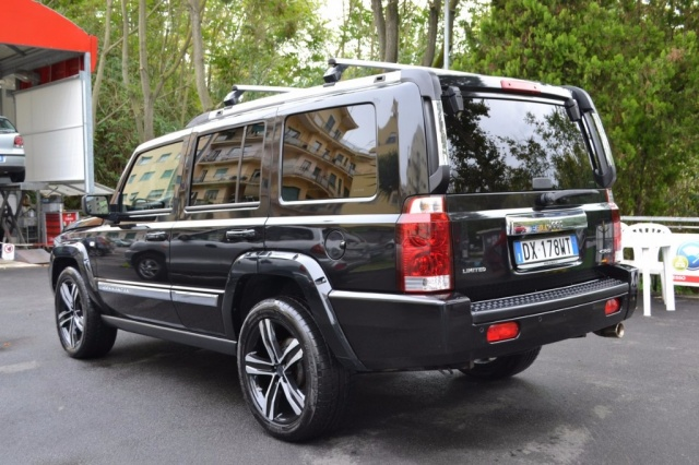 JEEP Commander 3.0 CRD Limited Auto Ago. 2oo9 ?. 12.900 Immagine 3