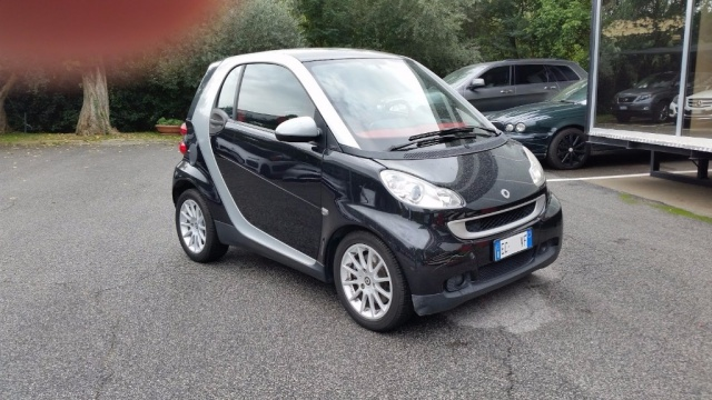 SMART ForTwo 1000 52 kW MHD coupé passion Immagine 1