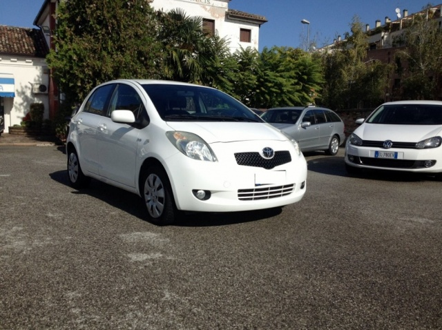 TOYOTA Yaris 1.4 D4D DPF 5 PORTE SOL CLIMA + ABS Immagine 0