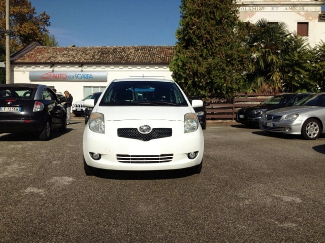 TOYOTA Yaris 1.4 D4D DPF 5 PORTE SOL CLIMA + ABS Immagine 1