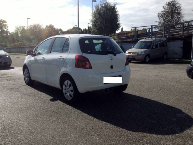 TOYOTA Yaris 1.4 D4D DPF 5 PORTE SOL CLIMA + ABS Immagine 3