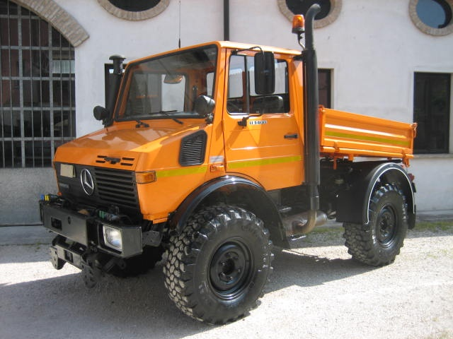 MERCEDES-BENZ  Orange pastello