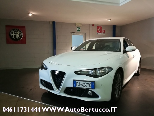 ALFA ROMEO Giulia 2.0 Turbo 200 CV AT8 Super Immagine 1