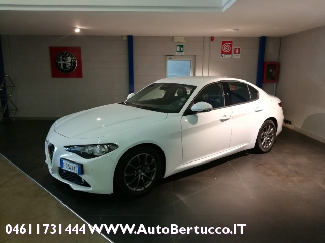 ALFA ROMEO Giulia 2.0 Turbo 200 CV AT8 Super Immagine 2