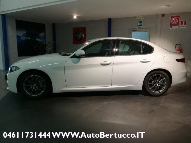 ALFA ROMEO Giulia 2.0 Turbo 200 CV AT8 Super Immagine 3