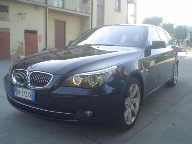 BMW 530 d cat xDrive Touring Futura Immagine 0
