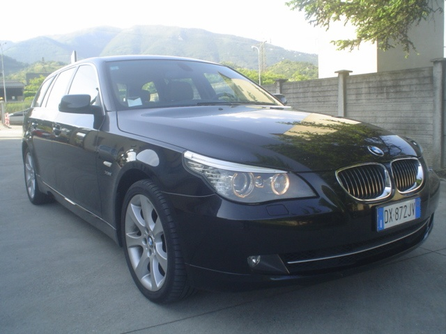 BMW 530 d cat xDrive Touring Futura Immagine 1