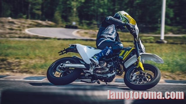 HUSQVARNA 701 Supermoto 2020 Immagine 0