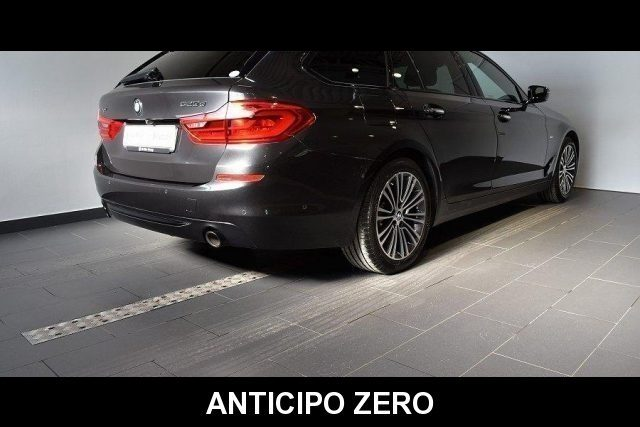 BMW 520 D XDrive Touring Sport 48V MILDHYBRID + gancio tra Immagine 2