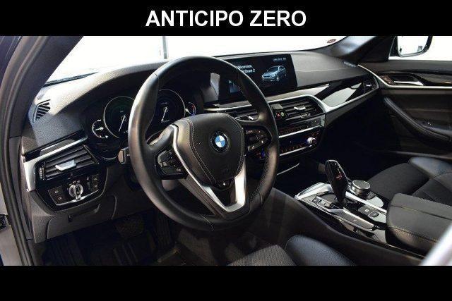 BMW 520 D XDrive Touring Sport 48V MILDHYBRID + gancio tra Immagine 3