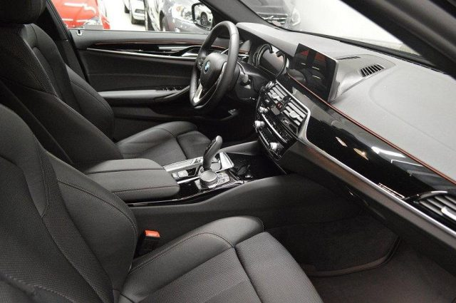 BMW 520 D XDrive Touring Sport 48V MILDHYBRID + gancio tra Immagine 4