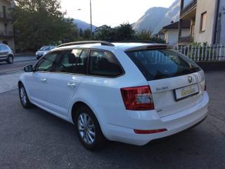 SKODA Octavia 2.0 TDI CR 4x4 Wagon Executive Usata