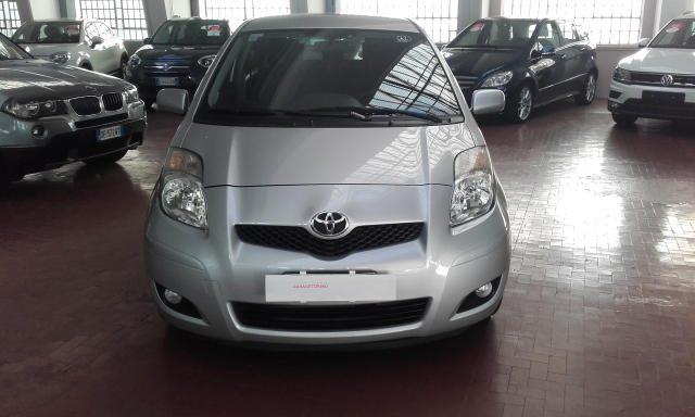 Toyota Yaris usata 1.4 D-4D DPF 3 porte Sol diesel Rif. 9919129