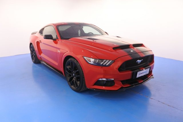 FORD Mustang Rosso pastello