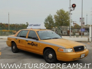 FORD Crown Victoria NEW YORK CITY TAXI YELLOW CAB 4.7 V8 AUTO Usata