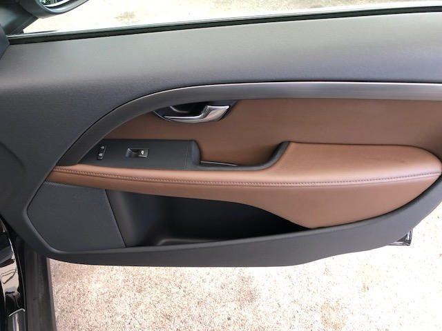 Immagine di VOLVO XC70 D4 AWD Geartronic Momentum-UNIPROPRIETARIO-
