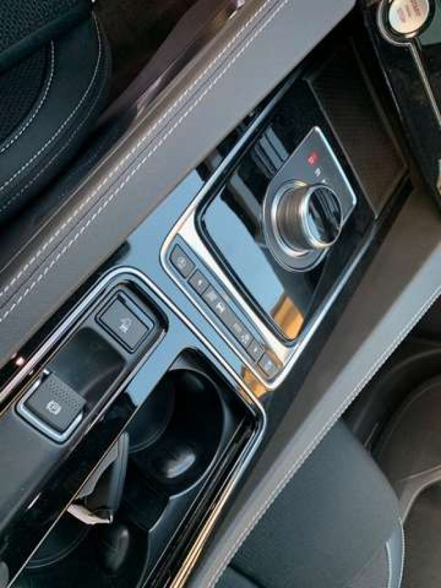 Immagine di JAGUAR F-Pace 2.0 D 180 CV AWD aut. R-Sport- TETTO – NAZIONALE