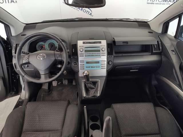 Immagine di TOYOTA Corolla Verso 2.2 16V D-4D DPF Sol
