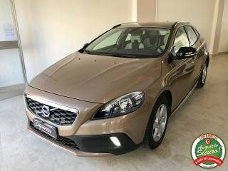 VOLVO V40 Cross Country D3 Geartronic Momentum Usata