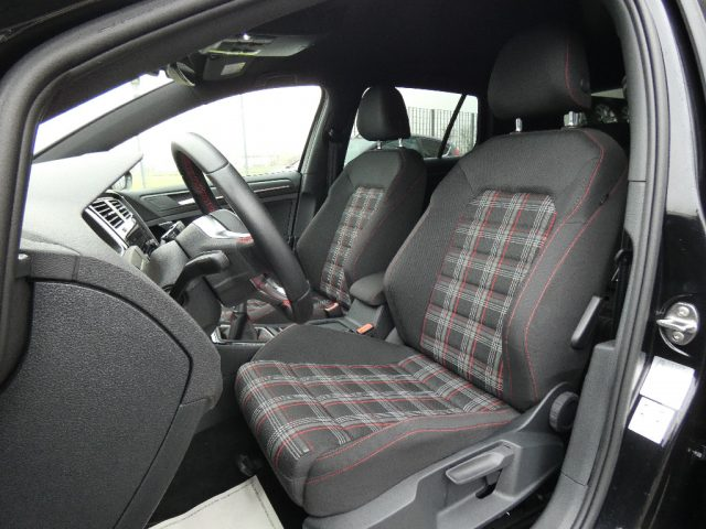 "Immagine di VOLKSWAGEN Golf GTI 2.0 GTI Perf. 6M 245CV Navi-Led Info-D.18"""