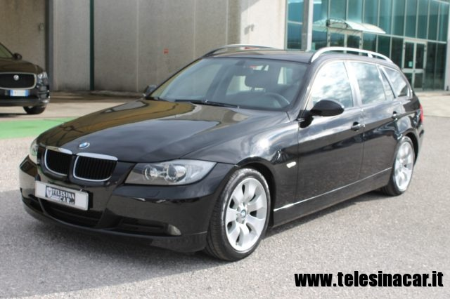 BMW 320 Nero pastello
