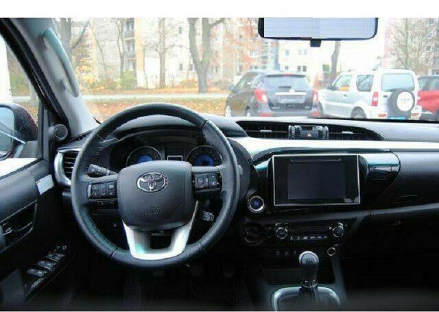 Immagine di TOYOTA Hilux 2.4 D-4D 4WD 4 porte Double Cab Comfort