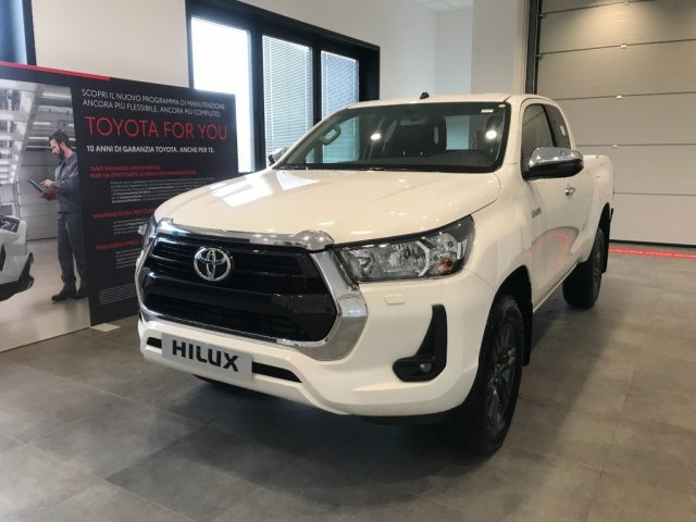 TOYOTA Hilux 2.4 D-4D 4WD 2 porte Extra Cab Lounge