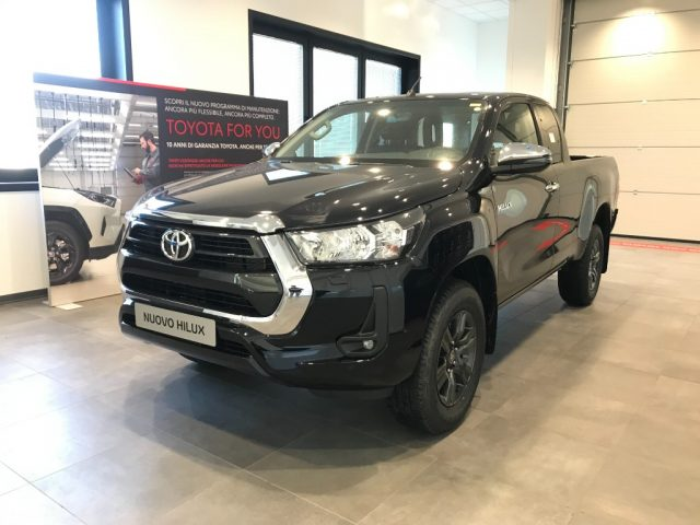 TOYOTA Hilux 2.4 D-4D 4WD M Extra Cab Lounge