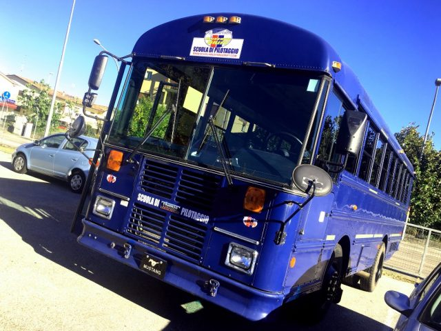 HUMMER H1 BUS THOMAS FREIGHTLINER 9 POSTI TARGATO ITALIA