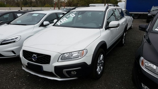 Volvo Xc70 km 0 D4 AWD Geartronic Momentum diesel Rif. 9748500