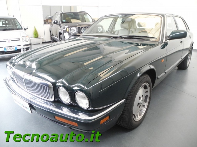 Immagine di JAGUAR XJ6 3.2 cat Executive