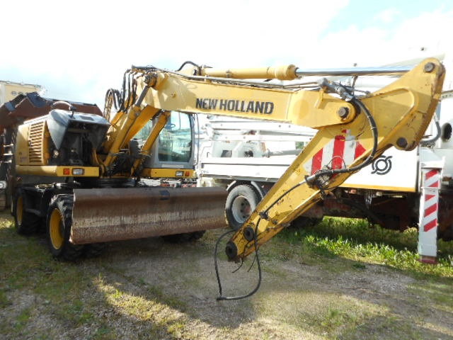 NEW HOLLAND  Giallo pastello