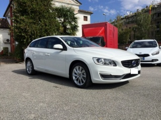 VOLVO V60 D3  GEARTRONIC BUSINESS WAGON Usata